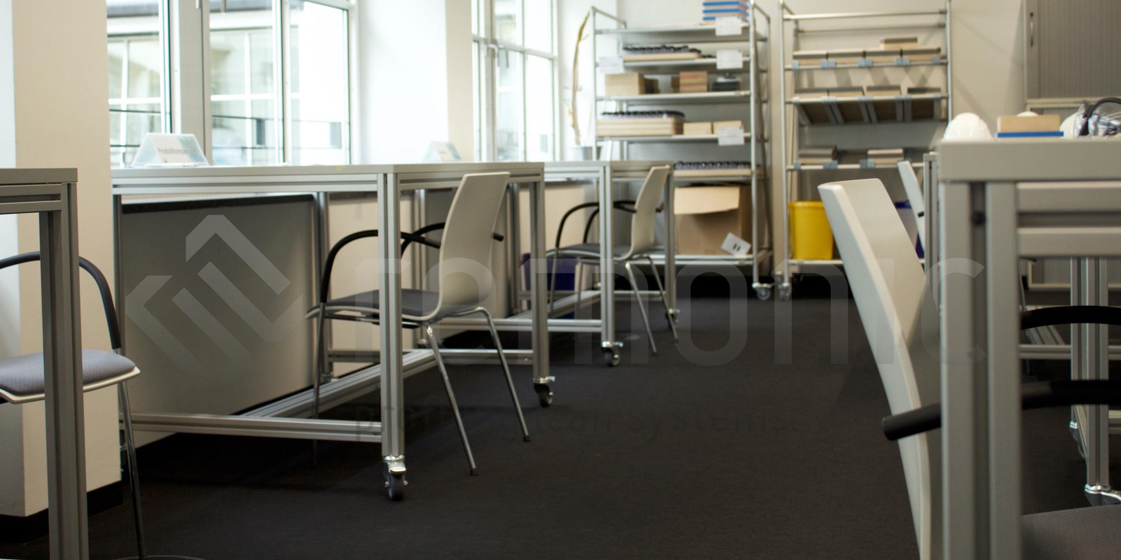 remonic® bietet Tische und Stühle für Schulungsräume im Bereich der Lean Production und zu anderen Schulungszwecken.